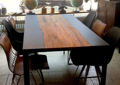 Möbeltante - Esstisch - Industrial - Metall - Massivholz