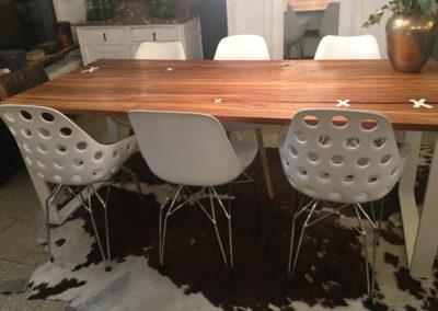 Möbeltante - Tisch - Massivholz - Metall - Stühle