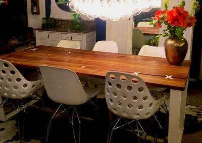 Möbeltante - Tisch - Massivholz - Metall - weiß