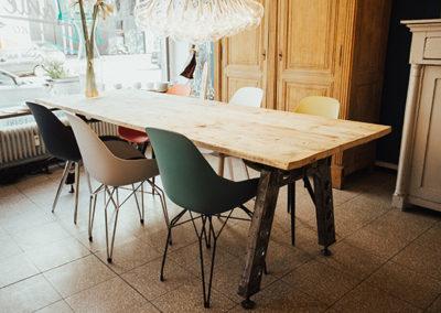 Möbeltante - Tisch - Vintage - Metall - Stühle