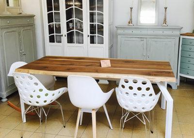Möbeltante - Tisch - Vintage - Metall - Stühle -weiß