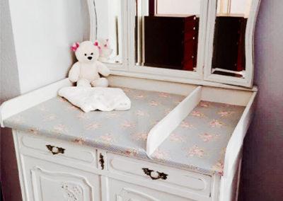 Möbeltante - Wickelkommode - weiß - mit Spiegel - Blütenmuster